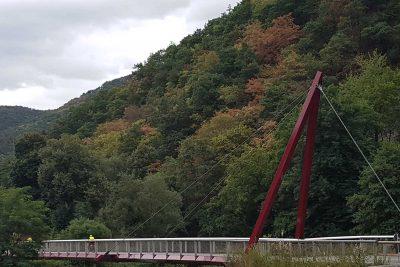 auf der Brücke mit Fahrrad